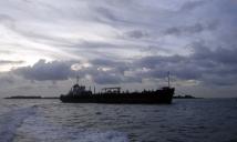 kapal tanker sebelum merapat di sekupang