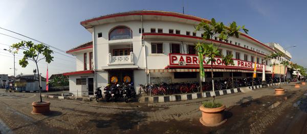pabrik rokok di Kota Lama Semarang