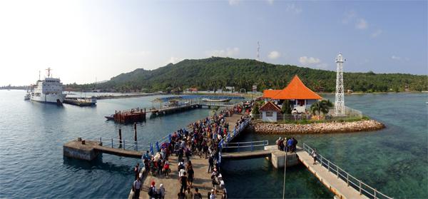 pelabuhan Karimunjawa ramai dikunjungi wisatawan