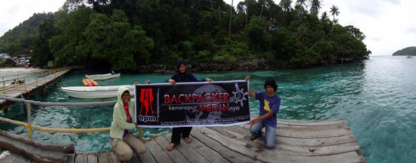 backpacker Medan - berfoto bersama di Iboih