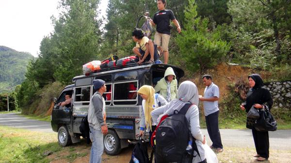 perjalanan bersama sahabat mengelilingi bumi serambi Mekah