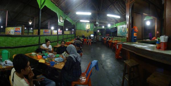 Makan Malam di Cah Solo