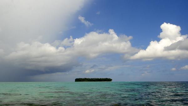 Pulau Tailana tampak kecil