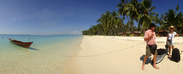 terkagum Aime dan suami melihat keindahan pulau Palambak