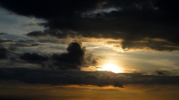 sunrise di balik awan