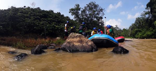 berarung jeram di sungai Way Besai