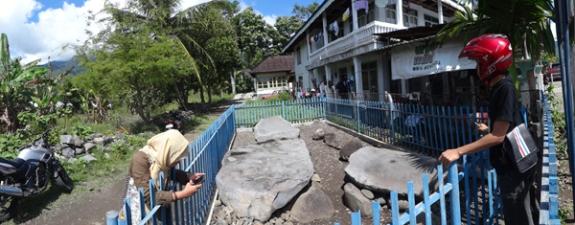 Batu Rajo - di dekat pemukiman penduduk