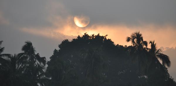 sunrise di danau Ranau