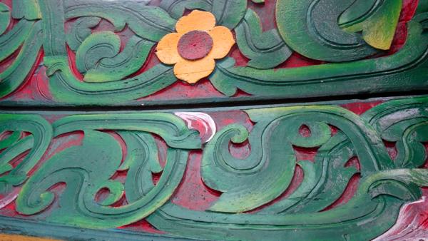 motif sulur dan flora - keunikan ukiran tiang masjid