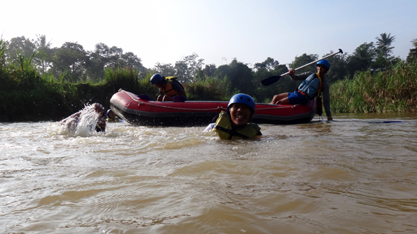 dijeburin gudie: semua peserta wajib masuk ke sungai