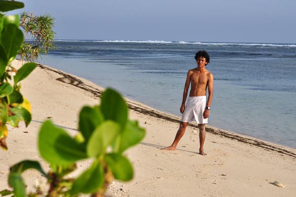 Beach Boy : efek buka baju karena gerah