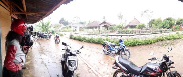 hujan lagi... neduh lagi...