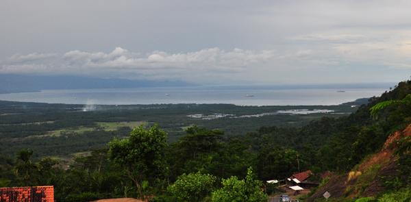 Turunan Mayit - pemandangan Teluk Semangka dan Gunung Tanggamus
