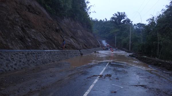 banjir dan tanah longsor menghadang di depan