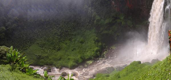 Air Terjun Teluh Berasap di Kecamatan Gunung Tujuh , Kerinci Jambi