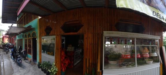 rumah makan AL di pinggir danau Kerinci