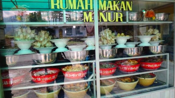 Rumah Makan di depan perkebunan teh Kayu Aru (dekat simpang macan)