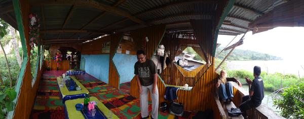 dinding bambu - interior rumah makan