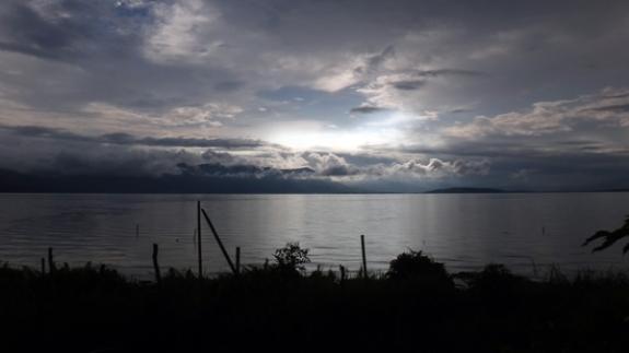 pemandangan danau Kerinci dari balkon rumah makan