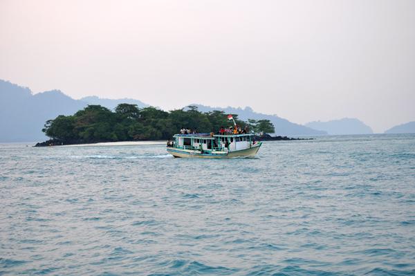 Pulau Umang Umang - pesona lain kawasana Sebesi Sebuku