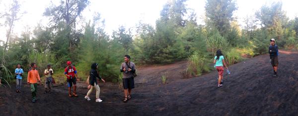 mendaki gunung anak Krakatau