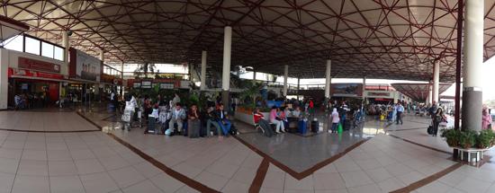 Singgah - 3,5 jam transit di bandara Juanda , Surabaya