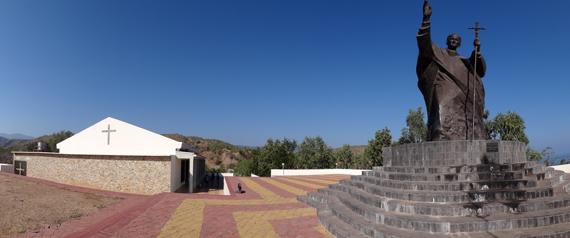 """tempat ibadah - gereja kecil di samping patung  """"Joao Paulo II"""""""