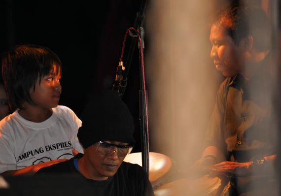 Musisi Lokal - kolaborasi musisi etnik lokal bersama Balawan