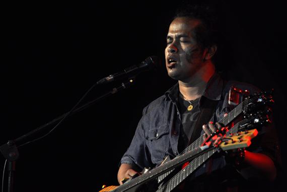 bernyanyi - Balawan tak hanya bermain musik
