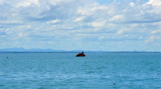 memancing - aktivitas pagi hari di Derawan