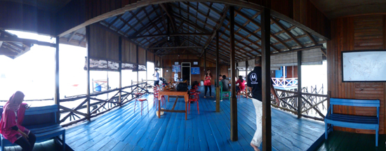 Lestari - Penginapan di pinggir pantai Derawan