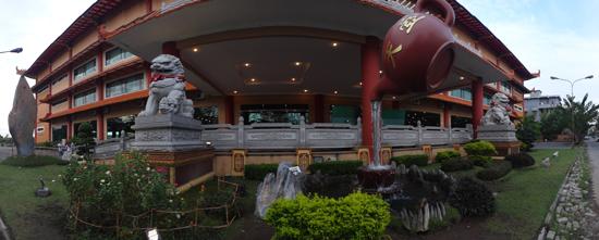 pintu masuk - sayap kanan Maha Vihara Maitreya