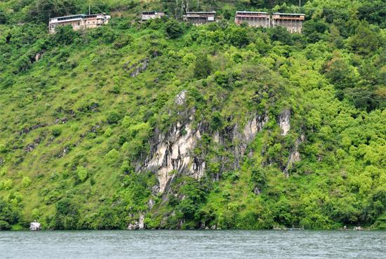 Batu Gantung - Objek Wisata Prapat, Sumatra Utara