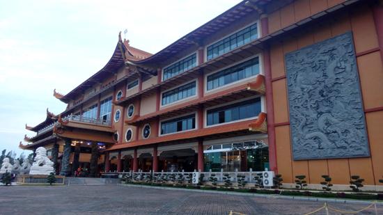 wisata religi - Maha Vihara Maitreya
