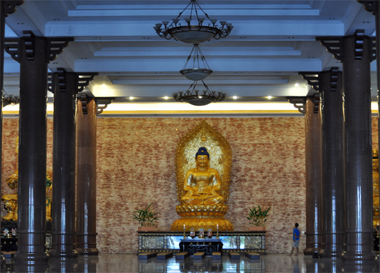 Tengah Altar - Patung Sidharta Gautama