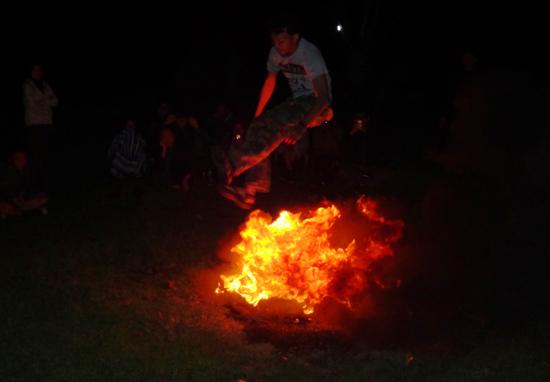 uji nyali - loncat api ala BPM