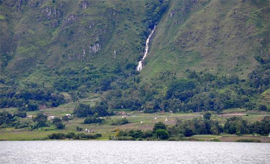 air terjun di Pulau Samosir