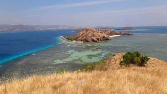 Pulau Rutong terlihat dari puncak bukit Pulau Tepa