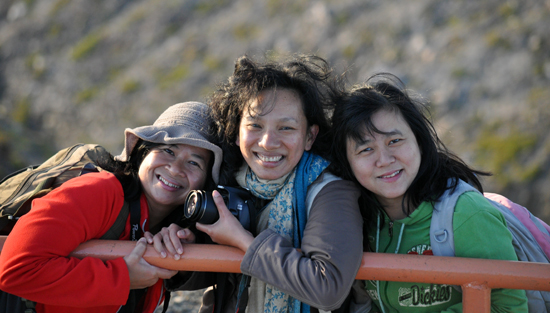 tiga sahabat - Rosi, Evi dan Lucy
