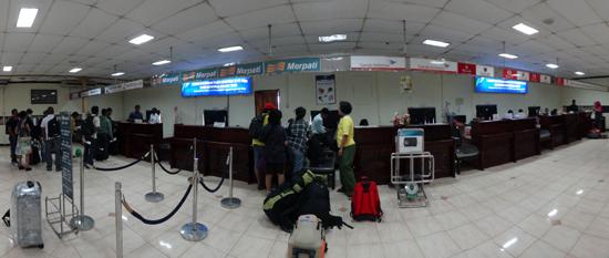 Check in di bandara El Tari Kupang