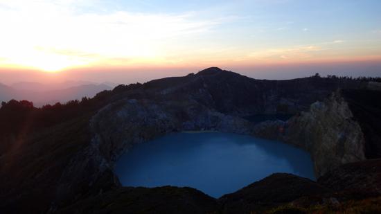 Kawah Danau dan Sunrise