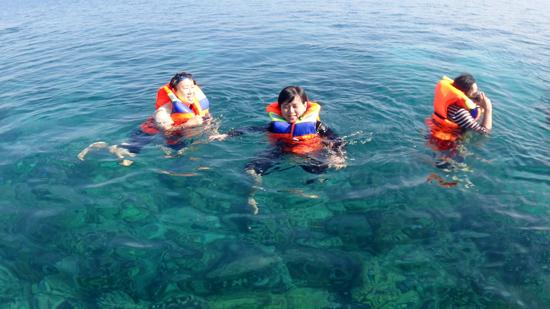 semangat bersnorkling di Taman Laut 17 Riung
