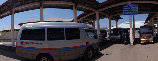 Minibus menjemput di tanah air