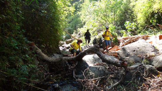 trekking menuju air terjun Murusobe