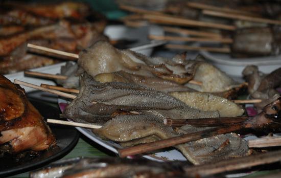 Aneka Seafood - dimakan bersama ketupat berbumbu