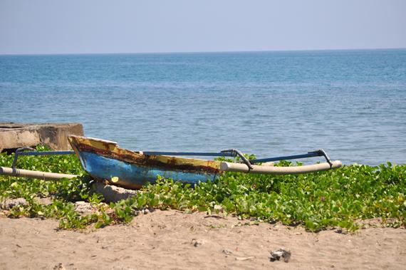 Pantai Kelapa di seberang rumah KD