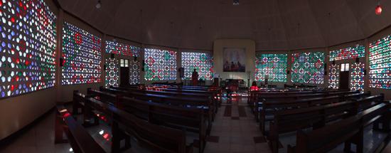 dinding mozaik - interior kapel di rumah retret Mataloko