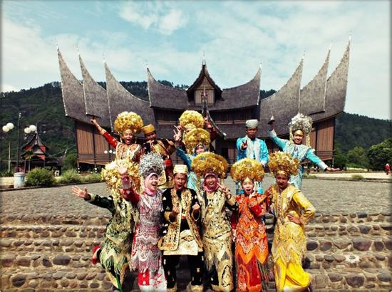 Bergaya di Istana Pagaruyung
