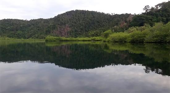 teluk kecil di sebelah utara Pulau Cubadak