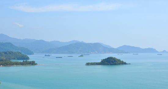 laut biru-pemandangan dari puncak gunung padang